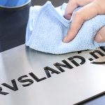 RVS cleaner met naambord - RVS Blog